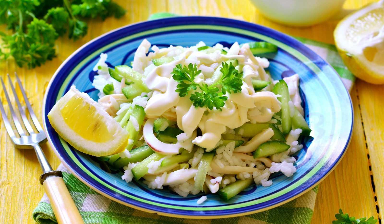 Салат с кальмаром сыром яйцом и огурцом