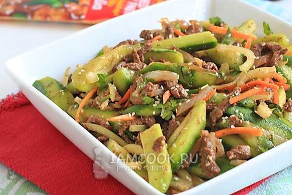 Салат корейский с мясом и огурцами: сытно и свежо