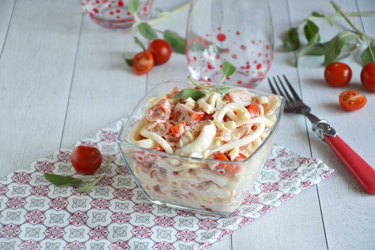 Салат из кальмаров с чесноком рецепт с фото пошагово - 1000.menu