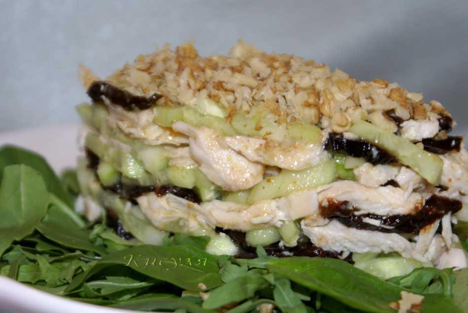 Салат с курицей черносливом огурцом и сыром рецепт с фото пошагово и видео - 1000.menu