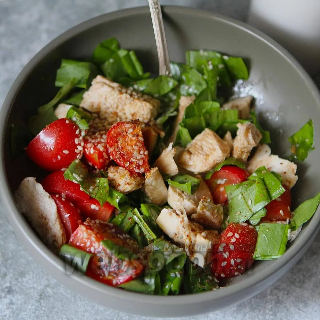 Праздничный салат «ёжик»: ингредиенты и пошаговый рецепт с курицей, корейской морковкой и опятами слоями по порядку. как вкусно приготовить салат «ежик» с копченой колбасой, сыром, кириешками, чипсами, крабовыми палочками, детский: лучшие рецепты