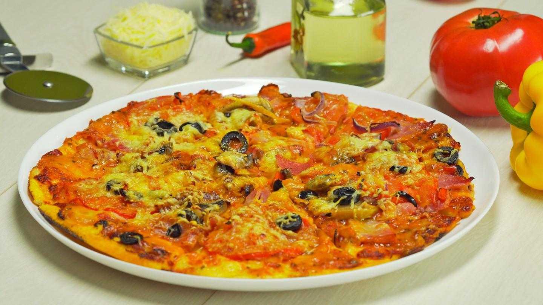 Как приготовить пиццу с замороженными грибами и колбасой. рецепт: пицца на слоеном тесте - микс из колбас, с огурцами, опятами и маслинами