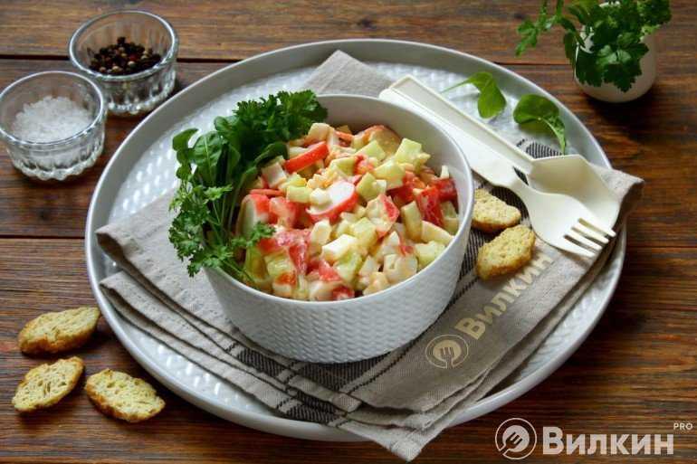 Салат с крабовыми палочками и грибами - 8 лучших рецептов
