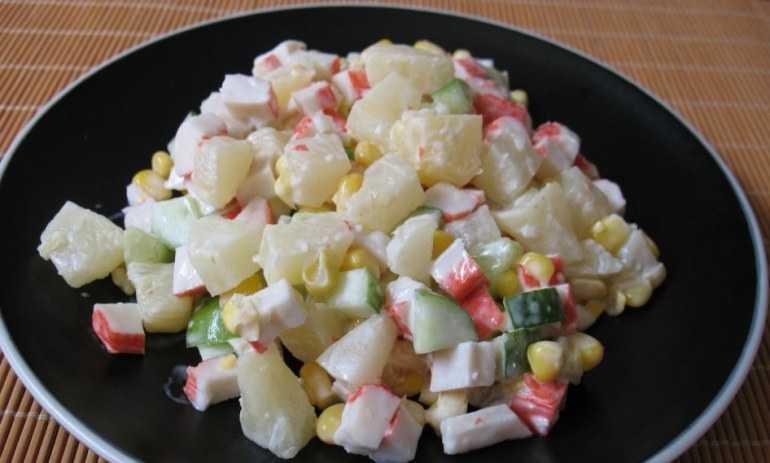 Салат с крабовыми палочками и ананасом - вкусные и оригинальные варианты: рецепт с фото и видео