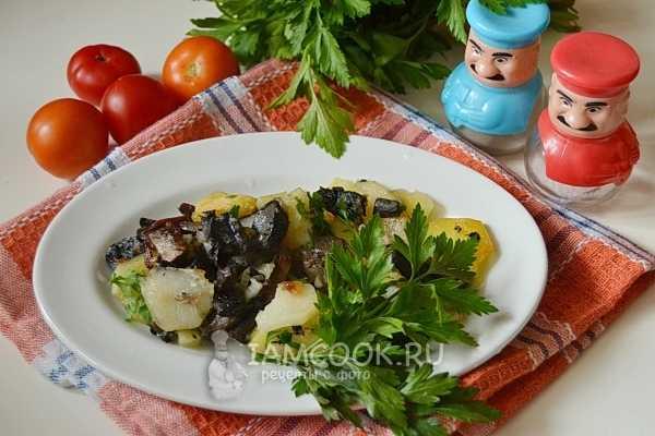 7 способов приготовить картошку с грибами на сковороде и в духовке - лайфхакер