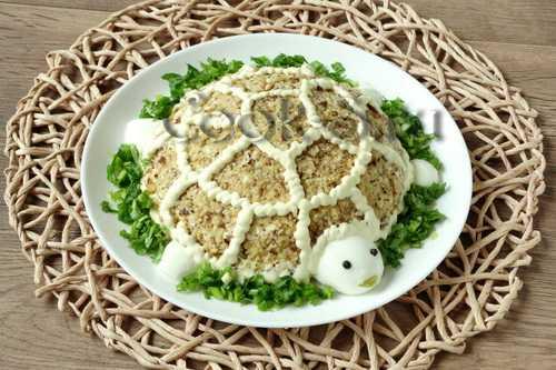 Салат черепаха с курицей грецкими орехами и яблоками рецепт с фото пошагово - 1000.menu