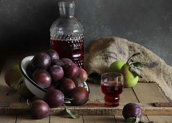 Настойка брусники на спирту — изучаем в общих чертах