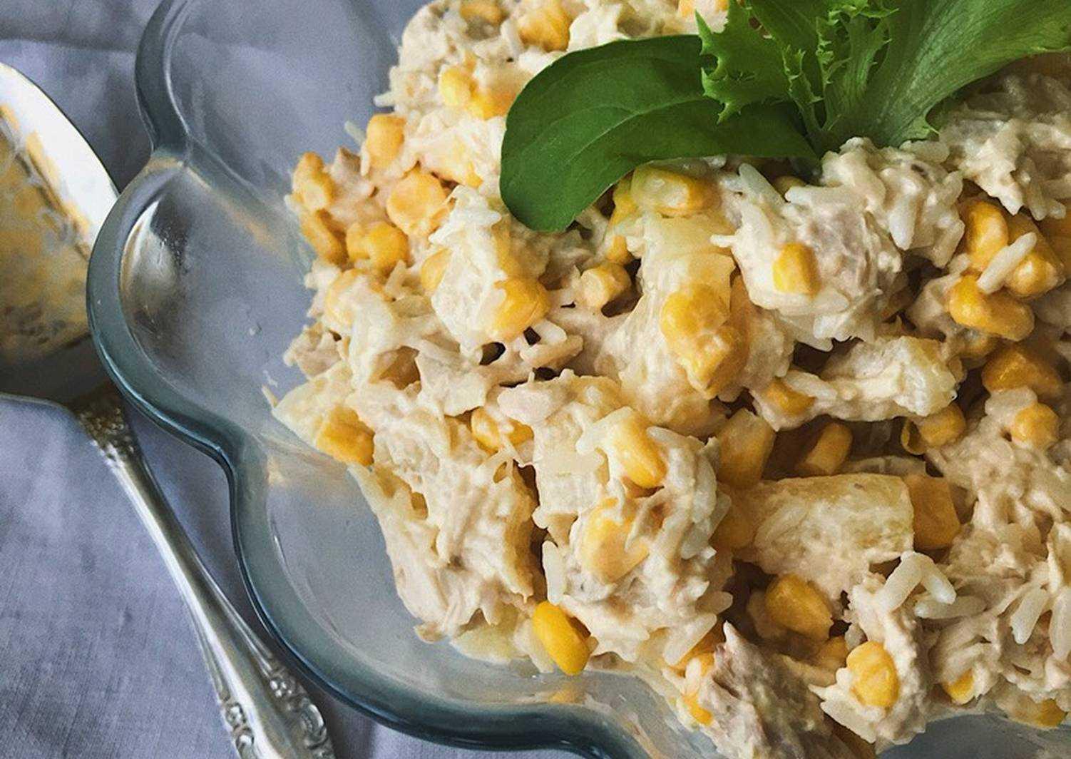 Салат с консервированными ананасами и курицей рецепт с фото пошагово - 1000.menu