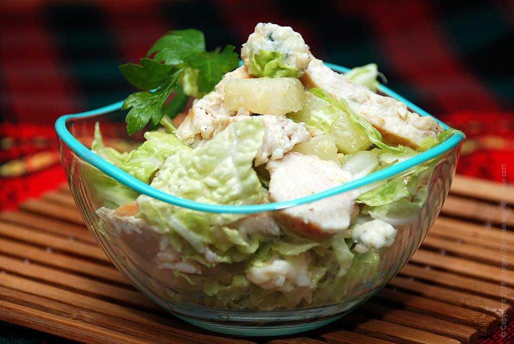 Салат с курицей и китайской капустой - 6 пошаговых фото в рецепте
