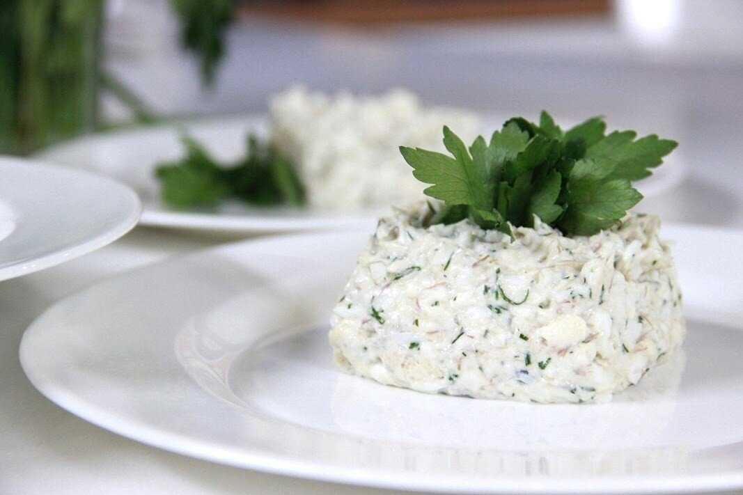 Салат из рыбных консервов – морское разнообразие: рецепт с фото и видео