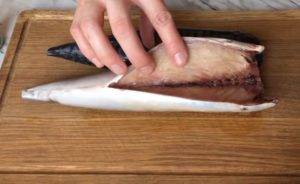 Скумбрия горячего копчения в домашних условиях: рецепты приготовления деликатеса на костре, мангале, в духовке, в мультиварке и в аэрогриле. Срок годности и правила хранения.