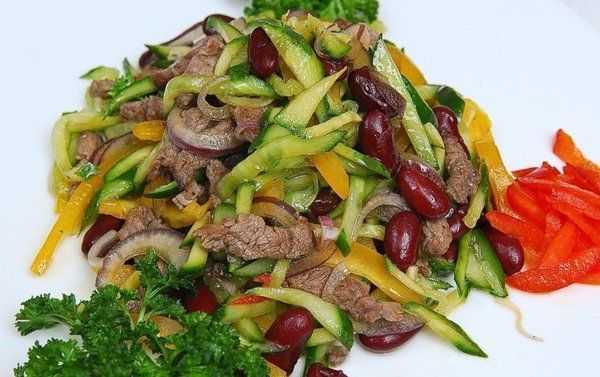 Салат с говядиной и болгарским перцем. 7 вкусных и полезных вариантов легких салатов