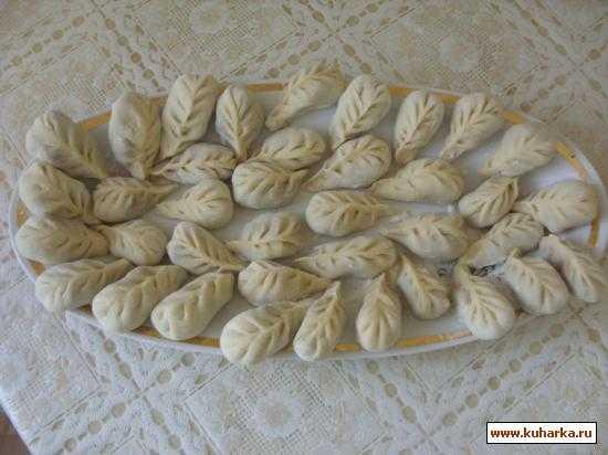 Пельмени из крапивы: заготовка и обработка растения, приготовление теста. Рецепты: с луком, классический дагестанский, по-польски с мясом, с орехами, творогом.