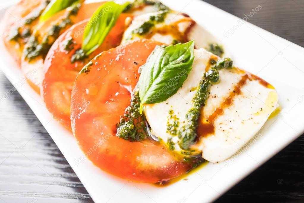 Салат с моцареллой - пикантный вкус родом из италии: рецепт с фото и видео