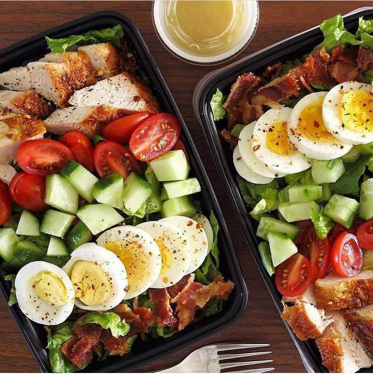 За полчаса можно приготовить такой вот вкусный салат с курицей На странице есть рекомендации, кулинарные советы, пошаговые фото этапов, подсказки, похожие рецепты, комментарии пользователей