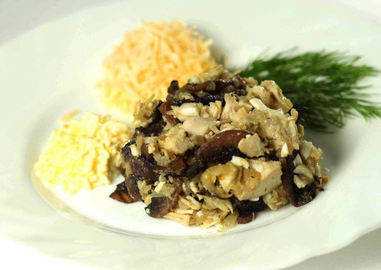 Салат с курицей черносливом и сыром рецепт с фото пошагово - 1000.menu
