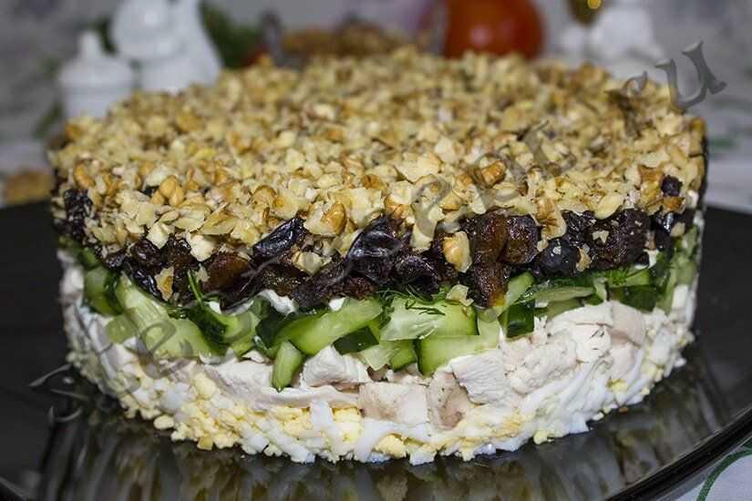 Салат с курицей и черносливом. 11 простых вариантов к празднику и на каждый день