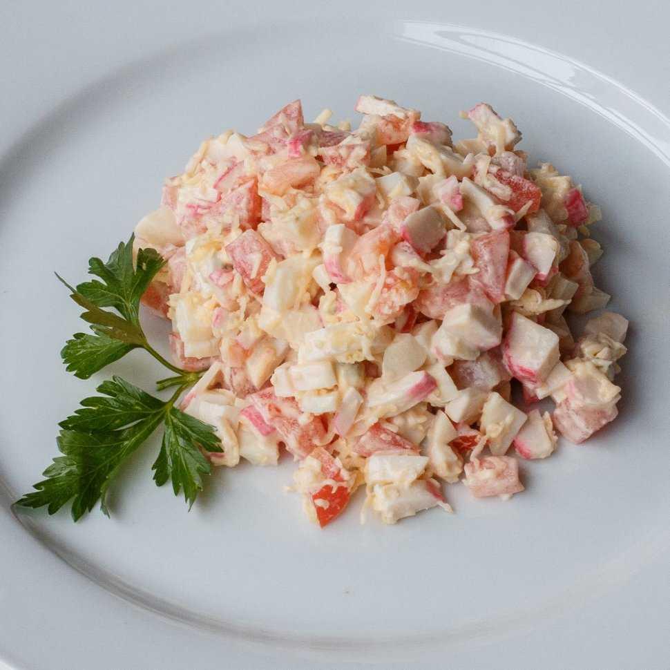 Салат с кириешками: лучшие рецепты. как вкусно приготовить салат с кириешками, фасолью, копченой колбасой, кукурузой, курицей, помидорами, ананасом, сыром, крабовыми палочками, грибами, маком, капустой, ветчиной, грибами, сайрой