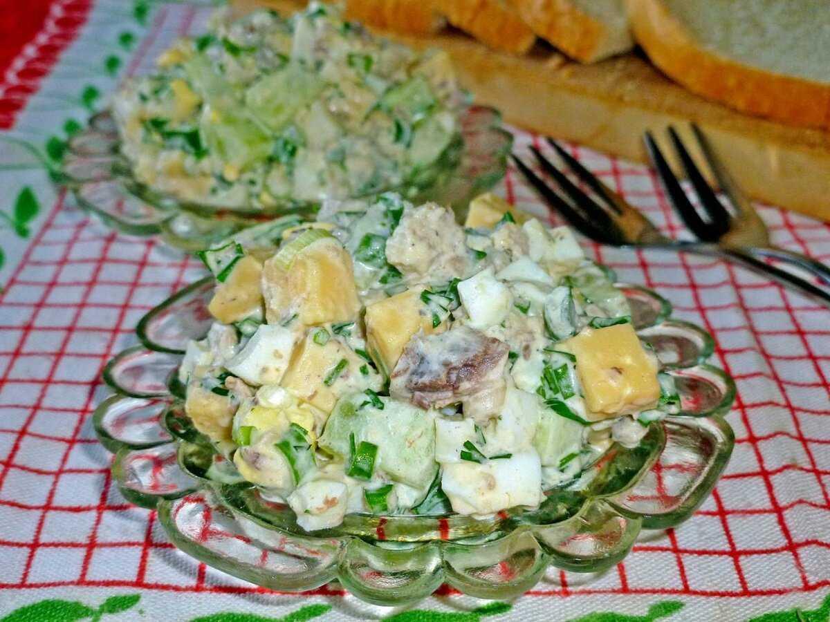 Салат из консервов рыбных с яйцом
