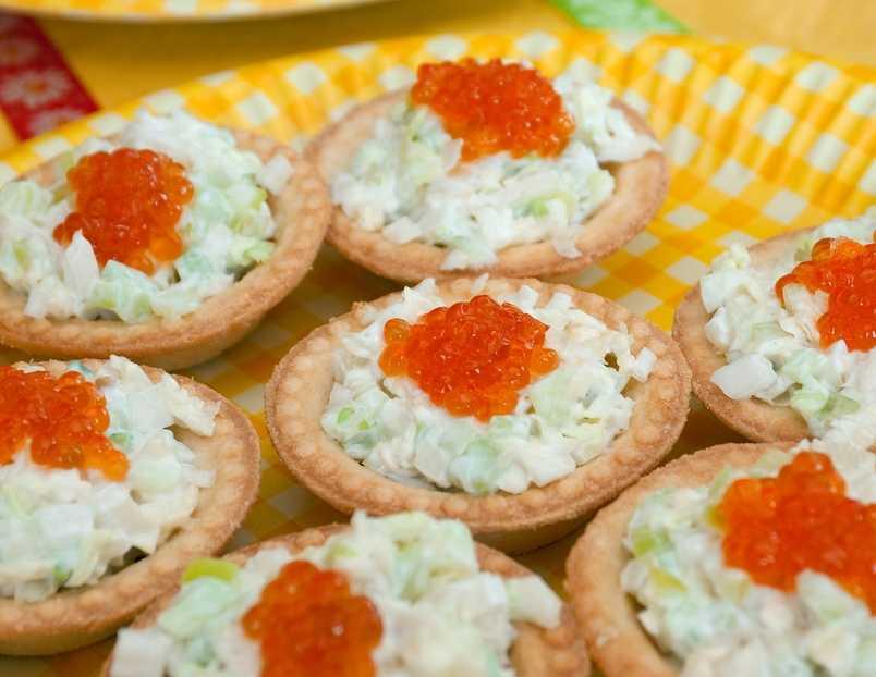 Салат в тарталетках - 8 рецептов приготовления пошагово - 1000.menu