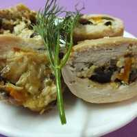 Мясные рулетики — рецепты начинок с сыром, грибами, черносливом