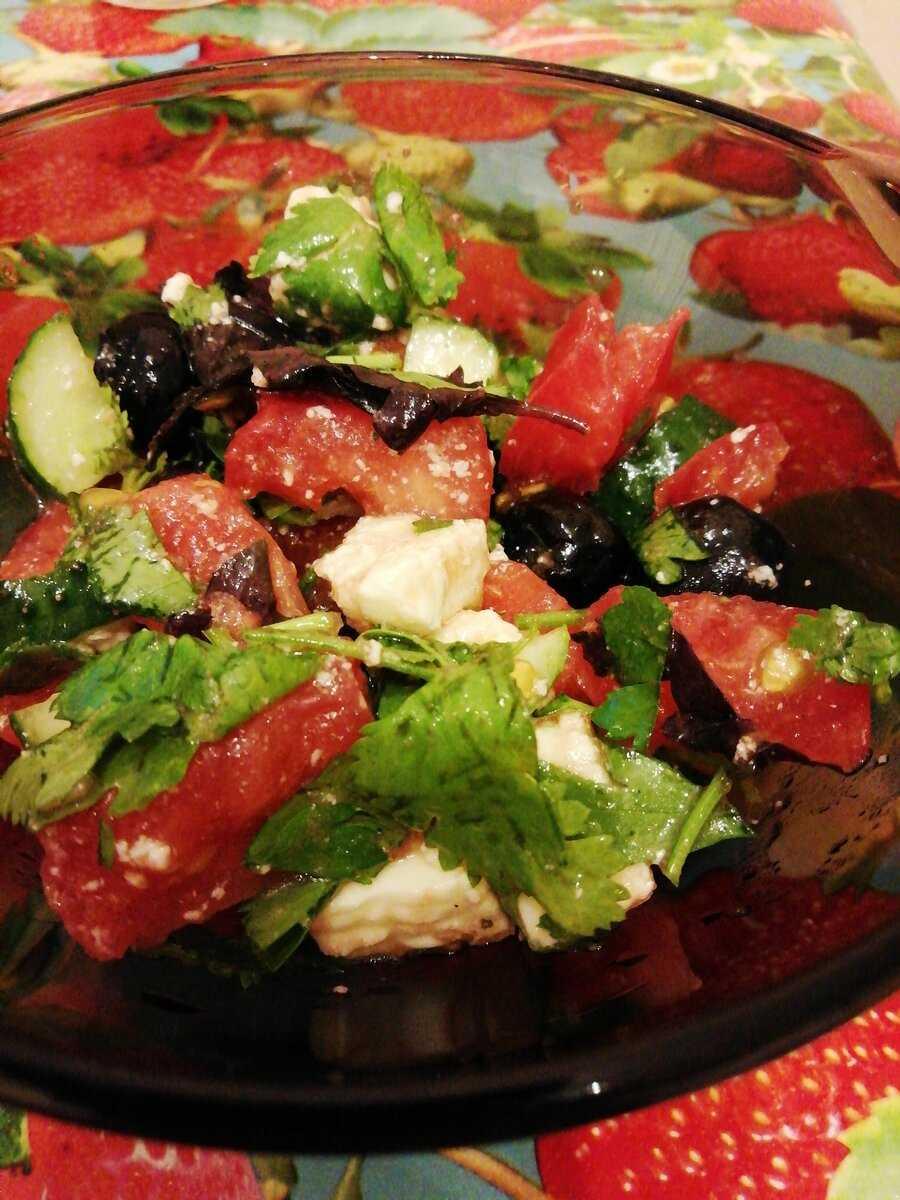 Адыгейский сыр, запеченный с томатами и розмарином