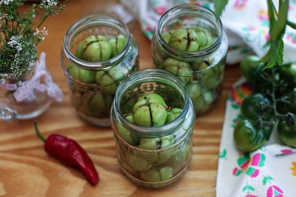 Закуска из зелёных помидор — рецепты быстрого приготовления