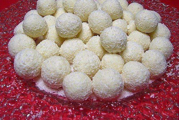 Рафаэлло из крабовых палочек - рецепт закуски с сыром и оливками