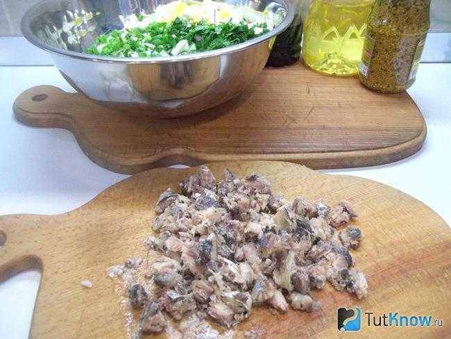 Салаты из консервированной сайры: пошаговые рецепты, в том числе с яйцом, фото и видео