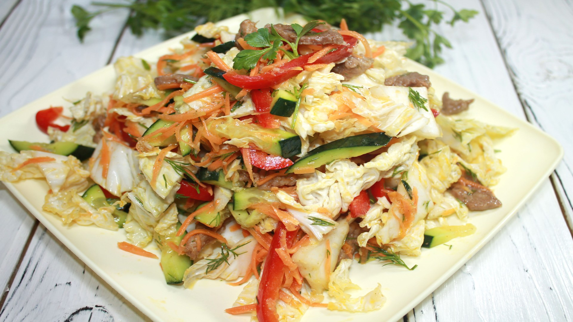 Салат из пекинской капусты с курицей (красивый и очень вкусный) - рецепт с фото – рецепты с фото