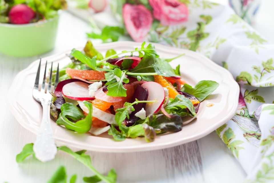 Топ-5 весенних салатов: витамины на вашем столе | hochu.ua