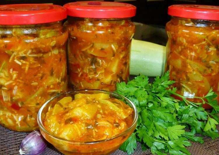Аджика из петрушки — необыкновенно вкусная и очень пикантная приправа к любому блюду!