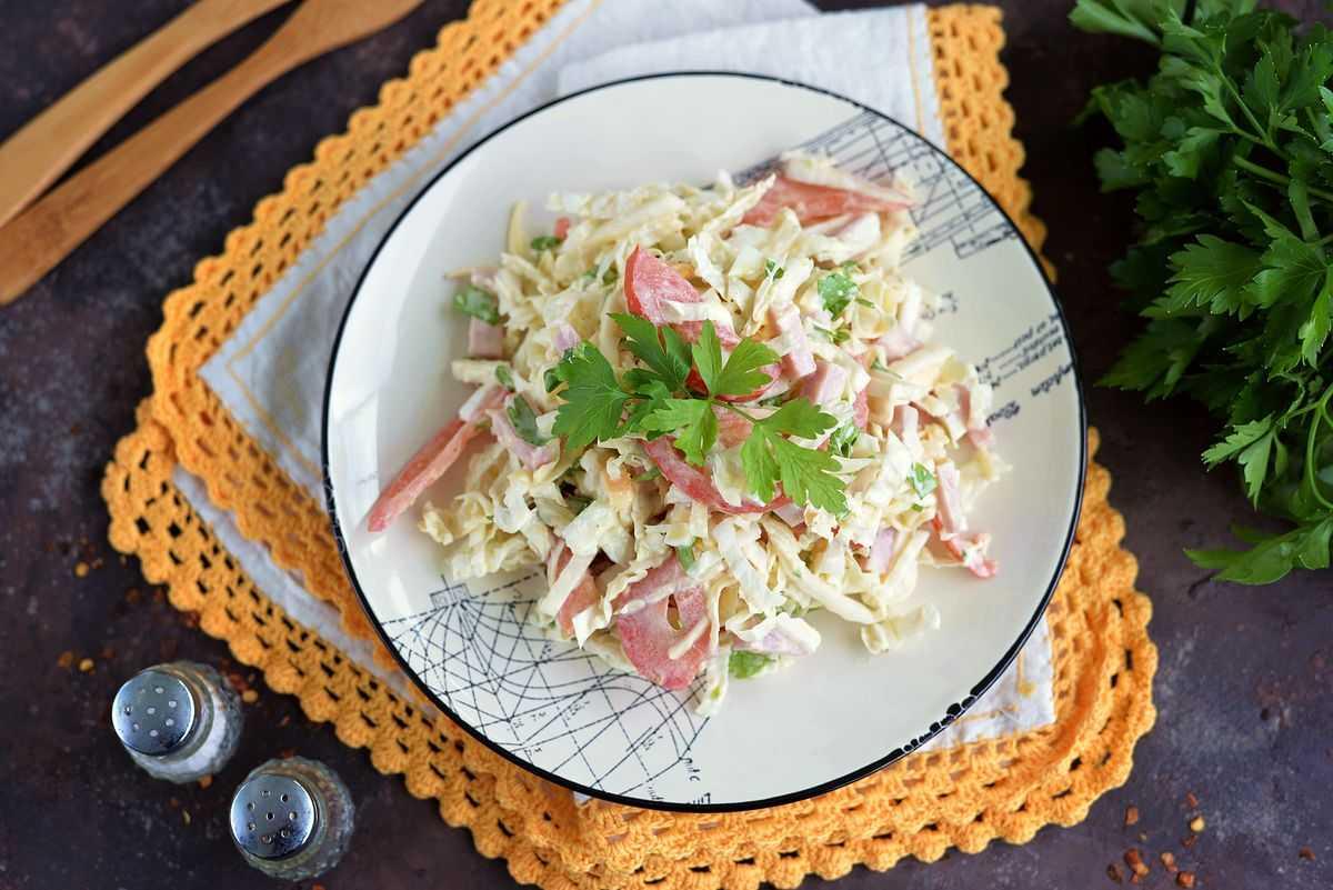 Салат с ветчиной и грибами - вкусно, сытно и красиво: рецепт с фото и видео