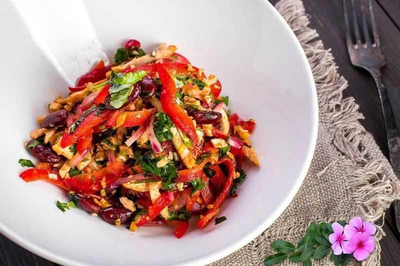 Салат любимый муж - 6 рецептов с грибами и копченой курицей, фото