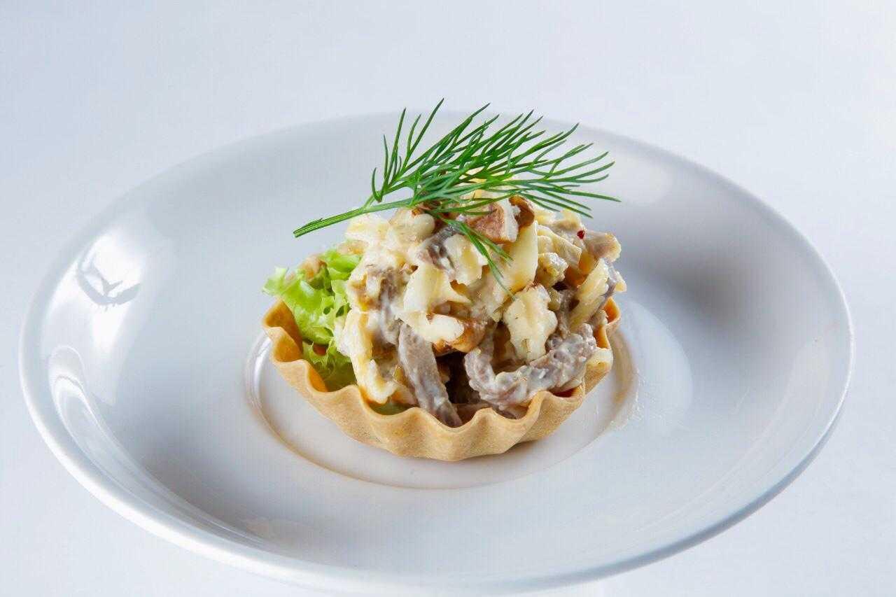 Салат с мясом криля яйцом и огурцом