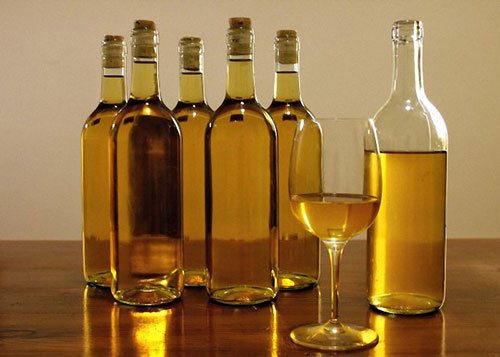 Приготовление в домашних условиях вина из бузины: из сырых и проваренных ягод, из соцветий, с сахаром и медом, с лимоном и пряностями. Польза и вред вина.