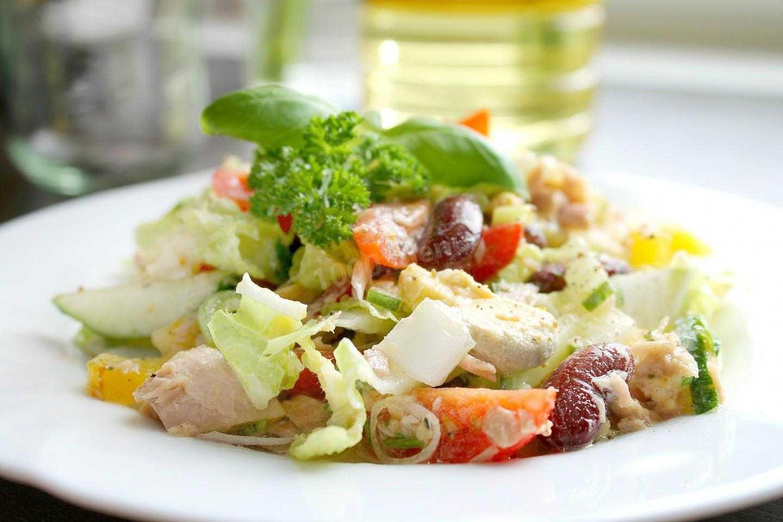 Диетический салат с тунцом при диете, похудении и правильном питании: варианты низкокалорийных рецептов с консервированной рыбой в собственном соку