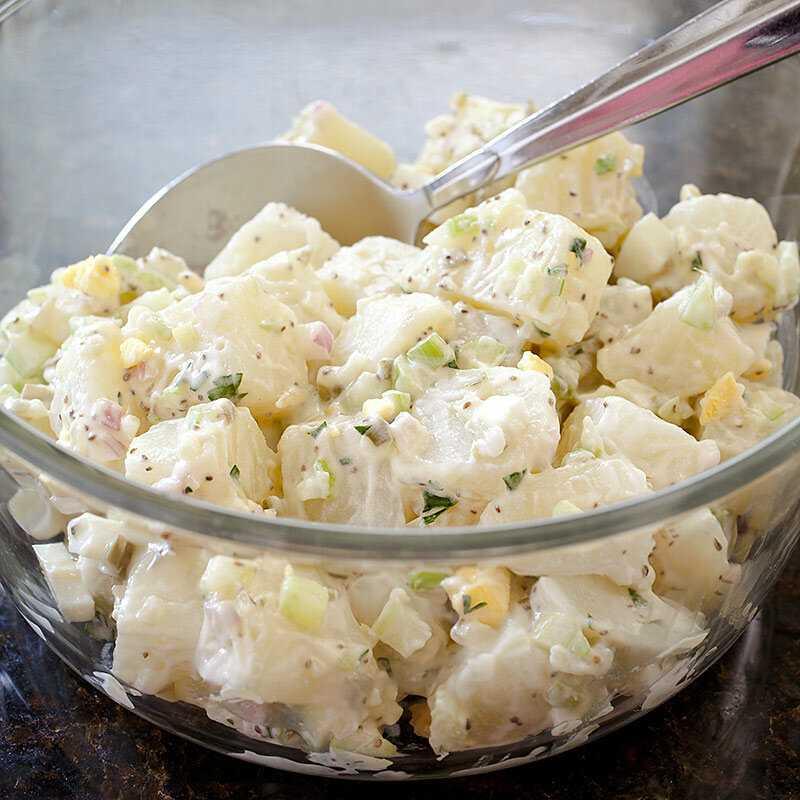 Картофельный салат по-американски, по-немецки и по-корейски - рецепты с солеными огурцами, грибами и рыбой