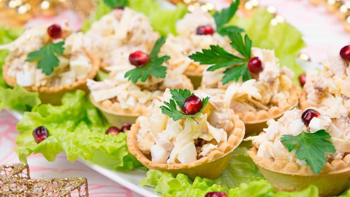 Салат в тарталетках - 8 домашних вкусных рецептов приготовления