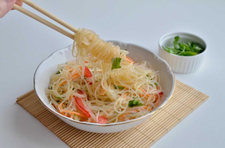 Салат из рисовой лапши с овощами и курицей рецепт с фото пошагово - 1000.menu