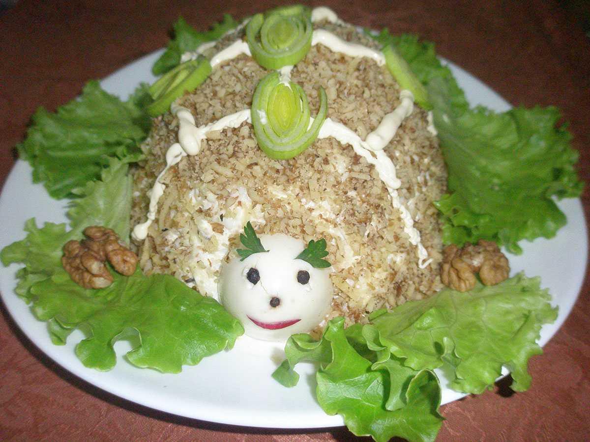Салат «черепашка» с курицей и грецкими орехами: 4 рецепта с фото пошагово