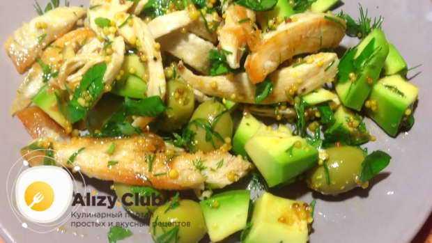 Салат с авокадо: 15 ярких рецептов на праздничный стол и не только