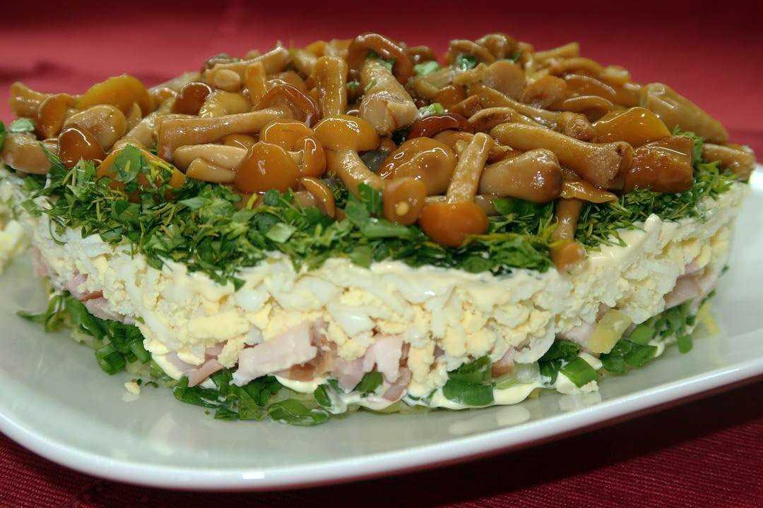 Салат с курицей и маринованными шампиньонами — 7 рецептов с фото