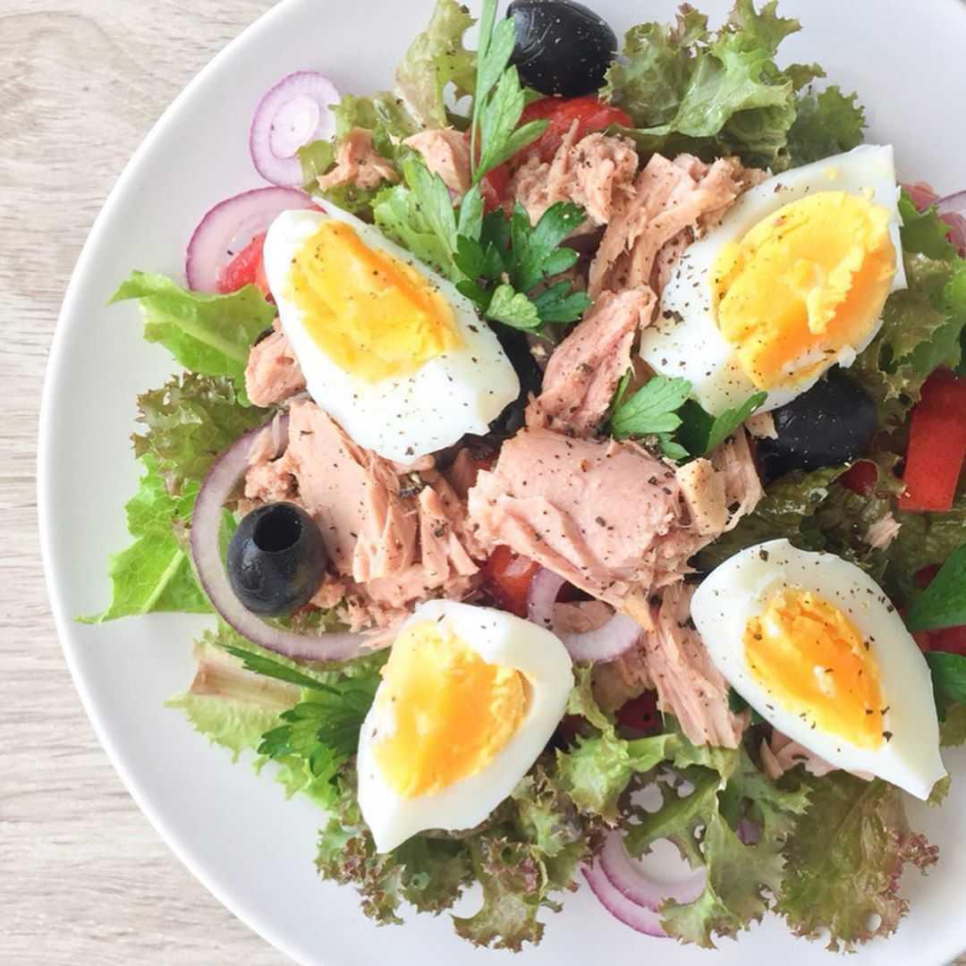 Салат с консервированным тунцом — 10 пошаговых рецептов приготовления