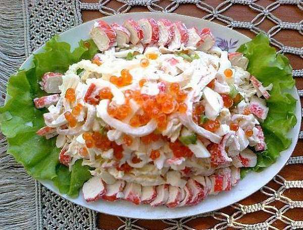 Салат морской бриз кальмары, креветки, перец, пармезан