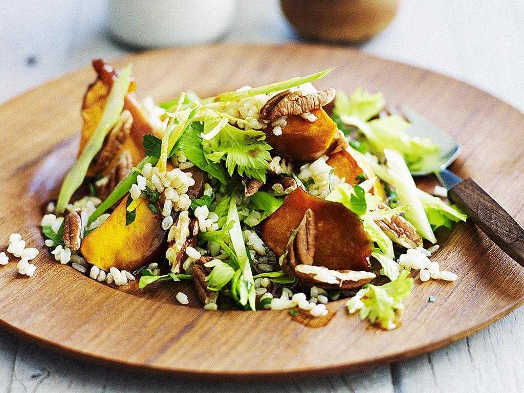 Классический рецепт салата «вальдорф» и 3 оригинальных с курицей и виноградом + видео