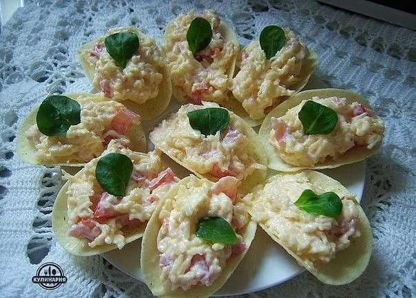 Закуска на чипсах: простые рецепты с фото, варианты начинок для праздничного стола