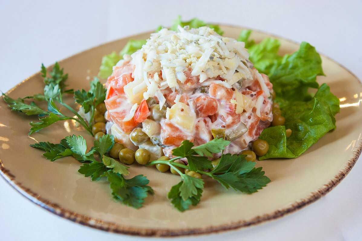 Мясной салат с говядиной – кулинарные шедевры из простых продуктов: рецепт с фото и видео