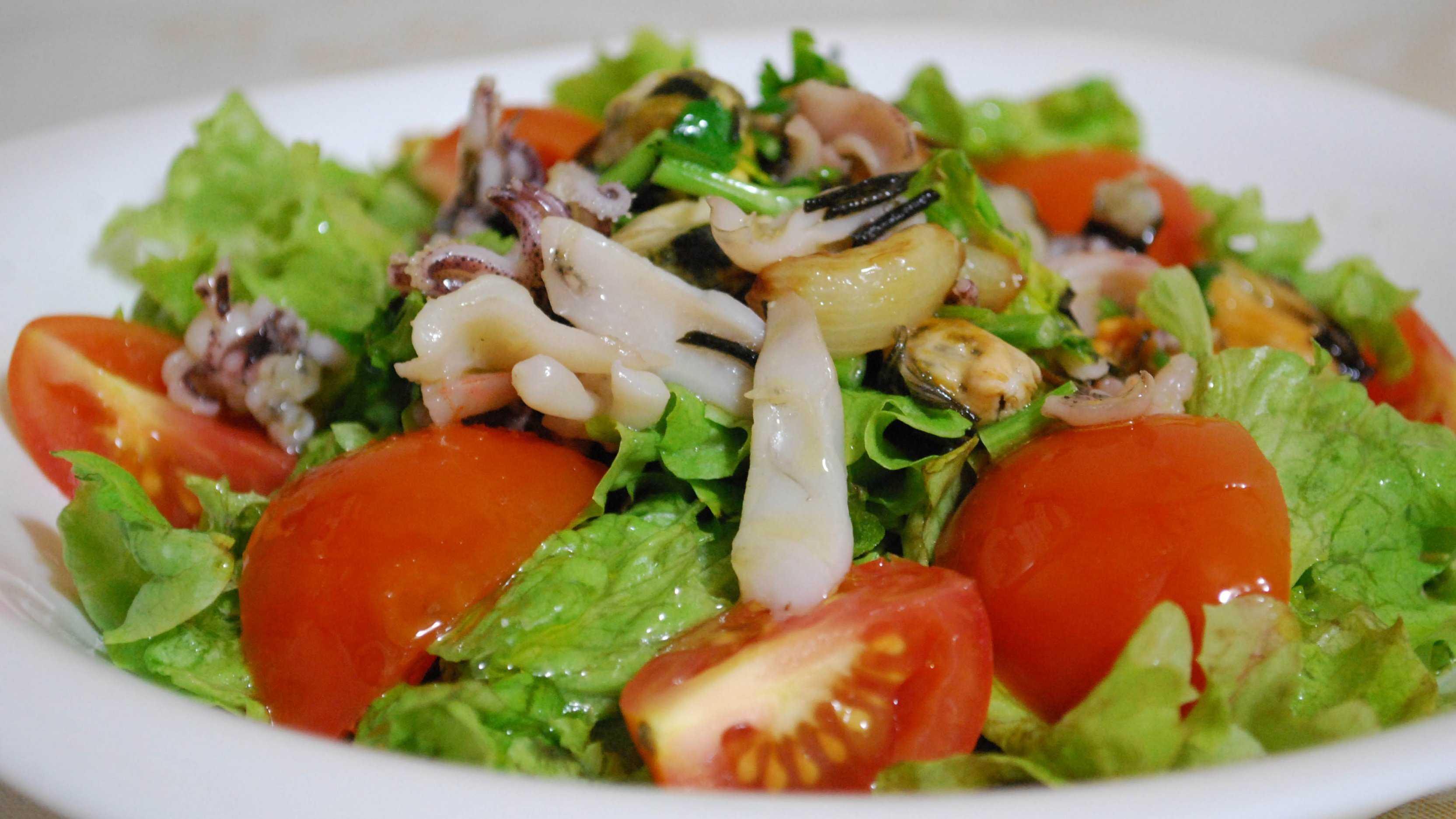 Салат с мидиями консервированными