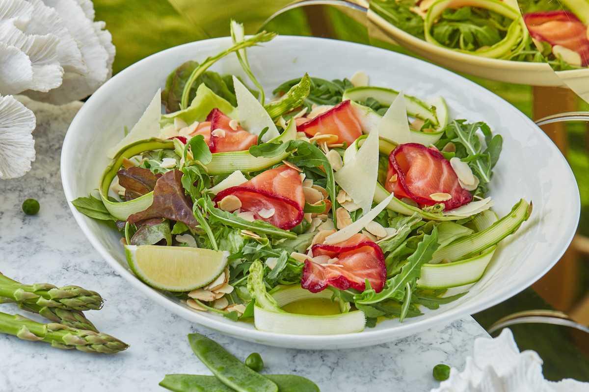 Салат из лапши быстрого приготовления – 6 легких рецептов